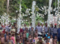 Royalties paid to 10 Wanang clans for their forest conservation, displayed in traditional fashion (each K10 banknote is approximately USD 3).